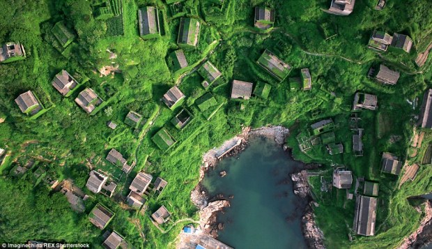 212A1A99FF00000578-3144528-This_abandoned_fishing_village_on_Shengshan_Island_Zhejiang_prov-a-18_1435671620232